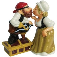 Kissing Pirate And Wench Cake Topper Figurine