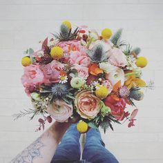 Pivoines, renoncules... Quoi demander de plus ?  #florist #fleuriste #flower #lefleuriste #fleuristelille #igerslille #bouquet #fleurs #pivoine #renoncule #craspedia #love