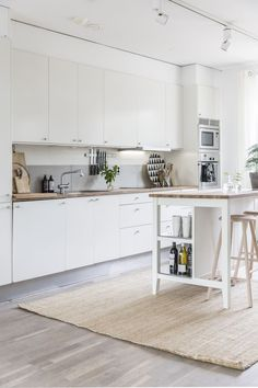 my scandinavian home: A tour of my kitchen! (GRUNDIG K!tchn mag / photography - Agentur Loop)