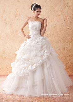 【楽天市場】ウェディングドレス_ウエディングドレス_Aライン_プリンセス(w204)二次会ドレス:ブライダルアモーレ Glamour, Fashion Pictures, One Shoulder Wedding Dress, Marie, Beautiful, Princess, Wedding Dresses, Appliques, Diy Decorating