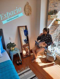 """Una de mis palabras favoritas es """"funcional""""💯. En este post te comparto una opcion de esquina para leer algun libro, revista, conversar, mirarte el outfit y colgar hasta tus accesorios.⠀ Ideas Para, Simple, Table, Furniture, Home Decor, Converse, Bass, Journals, Space"""