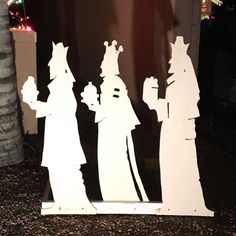 We've added the Wise Men pdf pattern to the blog. It looks fantastic with our Holy Family yard silhouette. Let me know if you try it! Jona