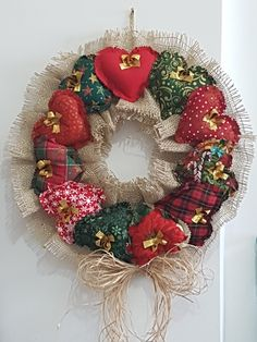 Decor Christmas Tree With Beads Ideas Christmas Tree Garland, Xmas Wreaths, Christmas Tree Decorations, Christmas Design, Handmade Christmas, Christmas Crafts, Simple Wedding Decorations, Felt Decorations, Patchwork Heart