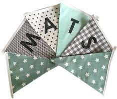 Vlaggetjes met naam: ontwerp Mats zeegroen grijs Arts And Crafts, Diy Crafts, Baby Kind, Baby Hacks, Cute Babies, Sewing, Knitting, Crochet, Projects To Try