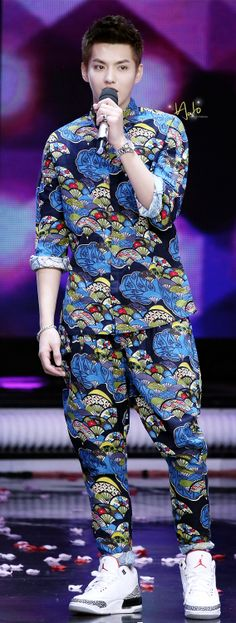 DAFUQ IS THAT OUTFIT? dont worry fanfan only u can wear it like this...