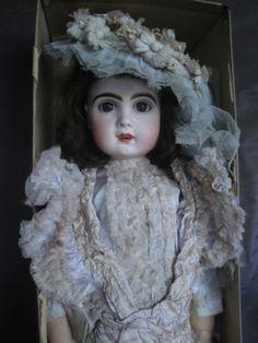 ANTIQUE-FRENCH-JUMEAU-DOLL-BISQUE-1900-1907-IN-ORIGINAL-BOX-ORIGNAL-DRESS-25