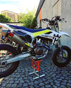 Nice husky #Supermoto #husqvarna Ktm 450 Exc, Ktm Exc, Motorcross Bike, Motocross, Ducati Hypermotard, Warmest Winter Gloves, Moto Bike, Dirtbikes, Cool Bikes