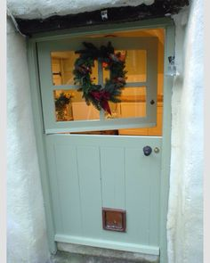 I've always wanted a Dutch Door. This one is from a Luxury self-catering holiday cottage Bude, Piggy Whidden need to check this out Cottage Door, Cottage Living, Cozy Cottage, Cottage Homes, Cottage Style, Cottage Front Doors, Bude, Self Catering Cottages, Cottage Interiors