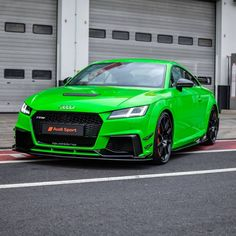 You like colour and car?🏁 - Tag a friend who need to see this! Audi Tt, Audi Cars, Because Race Car, Green Monsters, Audi Sport, Mercedes Benz Amg, Sport Photography, Amazing Cars, Cars And Motorcycles