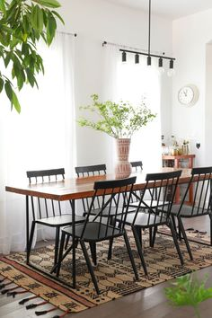 If you have a used dining table, or even a basic one that could use some extra oomph, try these tips to take it to the next level. Used Dining Table, Farmhouse Dining Room Table, Dining Room Table Decor, Dining Room Design, Room Chairs, Dining Chairs, Salons Cosy, Dining Room Inspiration, Interiores Design