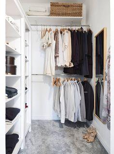 50 Идей маленьких гардеробных комнат: максимум удобства и минимум пространства (фото) http://happymodern.ru/mne-nechego-nadet-ili-kak-obustroit-malenkuyu-garderobnuyu/ Семейная гардеробная небольших размеров