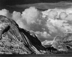 Fotografie  1921 1967 - Collezione privata Fam. Manfrotto, Tenaya Lake, Mount Conness, Yosemite National Park, California, c. 1946, � Ansel Adams, Fonte: fotochepassione.com . libreriamo.it