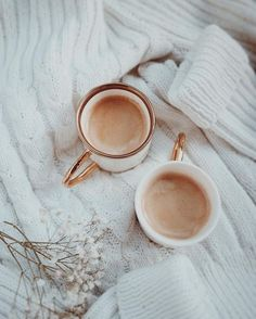 """syflove:""""coffee latte"""" discovered by Marcela Arroyo Coffee Is Life, I Love Coffee, Coffee Time, Morning Coffee, Good Morning, Happy Morning, Coffee Break, Latte Art, Tumblr Coffee"""