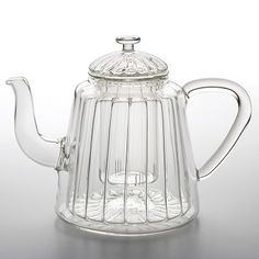 The Bonjour Teapots 31 oz. Insulated Oblong Ribbed Glass Teapot is worthy of use in a tea ceremony. Generously sized, it'll provide many cupfuls. The Chai, Perfect Cup Of Tea, Teapots Unique, Glass Teapot, Teapots And Cups, Brewing Tea, Tea Service, Chocolate Pots, Tea Accessories
