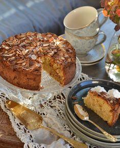 Verdens beste eplekake - mormors oppskrift - Franciskas Vakre Verden Baking Tips, Bread Baking, Sugar And Spice, No Bake Cake, Food For Thought, Banana Bread, Cake Recipes, French Toast, Deserts