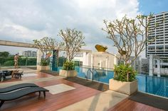 Apartment in Bangkok, Thailand. -Awesome location -Charming & Modern Apartment with retro sofa bed. -High Speed wifi -Sofa bed for 3rd person -Well equipped kitchen -Pool & Gym -Helpful hosts with tons of local tips.  -Delicious food in the area  -Close to Train Market, Central ...