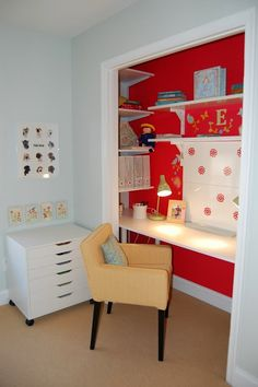Love the contrasting color on back wall, I so want to do this. Its so cute