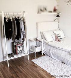 Design ideas tips inspiration: kid's bedroom decorating idea College Girl Bedrooms, Modern Teen Bedrooms, Teenage Girl Bedrooms, Girls Bedroom, Bedroom Inspo, Bedroom Decor, Bed With Wardrobe, Teenage Girl Room Decor, Bedroom Pictures