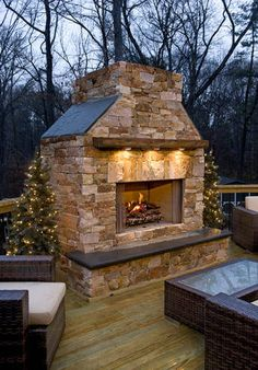 Copper bay™ mastercut® natural veneer stone outdoor fireplace