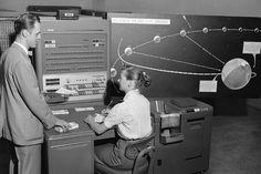 Echter und menschlicher Computer:  Diese JPL-Angestellte bedient (unter...