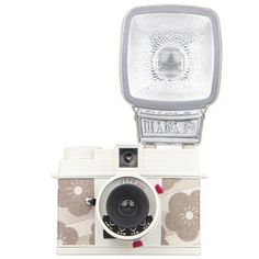"""Yet another way to help Japan in their time in need. Lomography is offering 3 special edition cameras for """"Golden Week""""; Fisheye 2 SHIAWASE, the Diana Mini JIYU and the Diana F+ KIRAME Lomo Camera, Mini Camera, Photography Tools, Photography Equipment, Golden Week, Light Leak, Square Photos, Lomography, Beautiful Mess"""