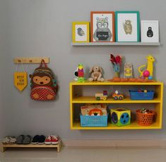 DIY nursery and also baby room decorating! Ideas for you to produce a little heaven on earth for your little bundle. Lots of baby room decor concepts! Baby Bedroom, Baby Boy Rooms, Baby Room Decor, Kids Bedroom, Montessori Baby, Montessori Bedroom, Baby Room Design, Kids Decor, Girl Room