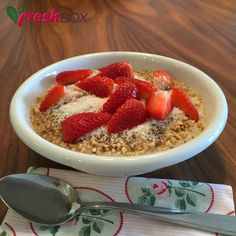 ako pripravim jahodovo-kokosovu kasu Acai Bowl, Oatmeal, Smoothies, Healthy Living, Cheesecake, Health Fitness, Yummy Food, Healthy Recipes, Food And Drink