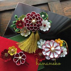 Kanzashi Flowers, Diy Flowers, Flowers In Hair, Crepe Paper Flowers, Fabric Flowers, Ribbon Work, Flower Hair Clips, Cloth Bags, Sewing Techniques