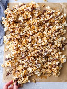 This chocolate caramel corn made with chewy caramel corn, peanuts, a drizzle of dark chocolate, and sprinkling of flaky salt is perfect for entertaining! Made with sweetened condensed milk. Caramel Recipes, Chocolate Recipes, Chocolate Caramels, Chocolate Cheesecake, Cream Cheese Pound Cake, Caramel Corn, Roasted Vegetables, Melting Chocolate, Dessert Recipes