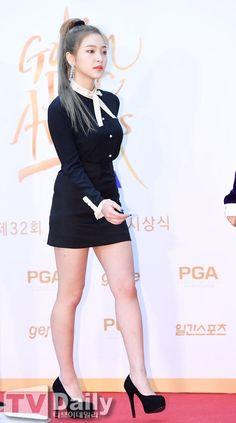 walk a mile in these louis vuittons. Red Velvet イェリ, Red Velvet Irene, Kim Yerim, Seulgi, Sensual, Kpop Girls, South Korean Girls, Asian Girl, Style Icons
