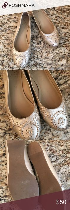 Jack Rogers gold leather flats In great condition and the perfect addition to your fall wardrobe! Jack Rogers Shoes Flats & Loafers