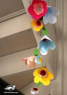 garland of flowers DIY Flower Garland Easter Crafts, Diy And Crafts, Crafts For Kids, Arts And Crafts, Paper Flowers Diy, Flower Crafts, School Decorations, Spring Art, Flower Garlands