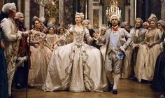 Belle, Marie-Antoinette, Peau d'Âne : les plus belles robes de...