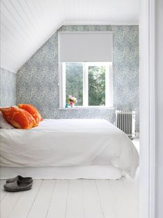 bedroom + white and grey + wallpaper White Bedroom, Dream Bedroom, Bed N Bath, Home Interior Design, Interior Stylist, Interior Inspiration, Elle Decor, Decoration, Furniture