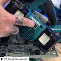 Thanks @krugerconstruction  #Repost @krugerconstruction (@get_repost)  The 18v X2 plunge saw with AWS in action. Pairing the tool with the vac is so simple. This saw just keeps impressing me the power and design are great. Definitely worth looking into if your contemplating a plunge saw. The new Bluetooth AWS vac is cordless only at 74 cfm. @makita.ca @makitatools . . #makita #makitatools #contractor #construction #tools #newtools #yxe #saskatoon #saskatchewan #canada #stafda #stafda2017
