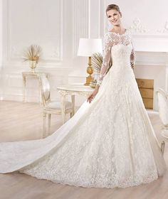 stunning gown, love the full-length lace sleeves