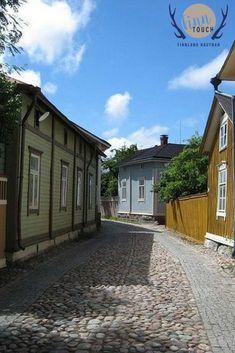 Die wunderschönen Holzhäuser in der Altstadt von Rauma - UNESCO Weltkulturerbe #finntouch #finnlandhautnah #finnland #suomi #finland #visitfinland #finland100 #finland_photolovers #rauma #visitrauma #unesco #unescoworldheritage #unescoworldheritagesite #holzhäuser #altstadtfest #vanhakaupunki #oldtown #puutalo #nofilter #nofilterneeded Wanderlust, Lappland, Finland, Mansions, House Styles, Home, Decor, Pictures, Travel Pictures