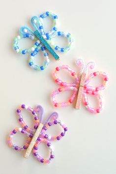 Beaded Pipe Cleaner Butterflies Cook, bake, craft, create, one little project at a time!Beaded Pipe Cleaner ButterfliesThese beaded pipe cleaner butterflies are so pretty a Summer Crafts For Kids, Crafts For Kids To Make, Fun Crafts For Kids, Cute Crafts, Toddler Crafts, Preschool Crafts, Fall Crafts, Stick Crafts, Party Crafts