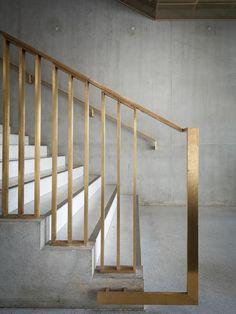 concreto e metal em escada