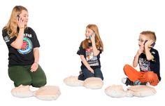 Od dziecka warto uczyć się pierwszej pomocy. Nawet jeśli nie jesteś pewien, co zrobić w czasie wypadku - zadzwoń na numer 999 lub 112. Dyspozytor pokieruje Cię i podpowie co robić.