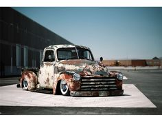 """Vintage Trucks When Don of Yorkville Auto bought his 1950 Chevrolet from Vintage U-Pick in Florida, he was under the impression it was a """"strong running, turn key truck."""" When it arrived it was more of a sickly r… 54 Chevy Truck, Chevy Pickup Trucks, Classic Chevy Trucks, Gm Trucks, Chevy Pickups, Chevrolet 3100, Hot Rod Trucks, Cool Trucks, Carros Hot Rod"""