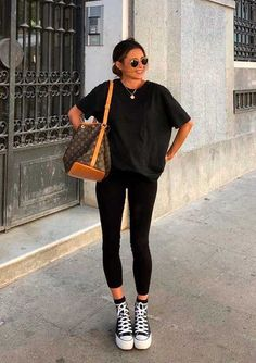 Looks estilosos com legging preta - Source by x_merle_x - with leggings summer Casual Work Outfits, Trendy Outfits, Fashion Outfits, Tumblr Outfits, Girl Outfits, Sporty Outfits, Grunge Outfits, All Star Outfit, Black And White Outfit