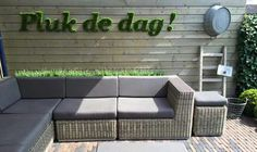 Tekst van kunstgras of mos (van ali) Outdoor Sofa, Outdoor Living, Outdoor Furniture Sets, Outdoor Decor, Backyard Seating, Pergola Patio, Garden Art, Garden Design, Home And Garden