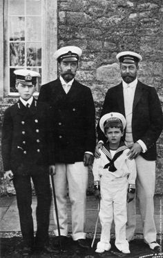 Prince Edward of Wales (later the Duke of Windsor) with Tsar Nicholas II, Tsarevich Alexei and Prince George of Wales (later George V) at Cowes. (Photo by Keystone/Getty Images). Circa 1910