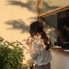 milk coffee sunset shadows aesthetic ulzzang girl 얼짱 soft minimalistic light korean kawaii grunge cute kpop pretty photography art artistic ethereal g e o r g i a n a : e t h e r e a l aesthetic girl g e o r g i a n a