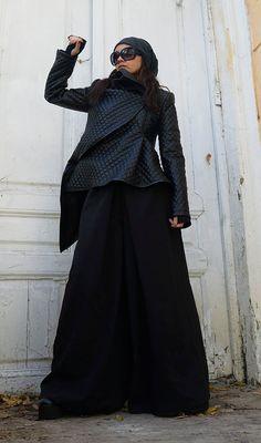 Black Leather Jacket / Asymmetrical Short Coat / di Metamorphoza