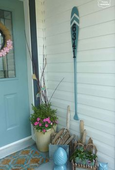 25+ Awesome Beach-Style Outdoor Living Ideas For Your Porch & Yard Diy Planter Box, Diy Planters, House Number Plaque, House Numbers, Wood Front Doors, Beach Cottage Decor, Lake Decor, Coastal Decor, Interior Design Advice