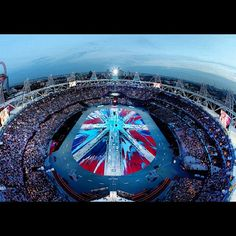 See Damien Hirst's Giant British Flag Painting From the London Olympics' Closing Ceremony Damien Hirst Art, Es Devlin, Study In London, 2012 Summer Olympics, Nbc Olympics, Flag Painting, London Free, Saatchi Gallery, Uk Flag