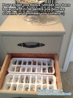 Fini de perdre vos boucles d'oreilles, et d'emmêler vos colliers et bracelets. L'astuce est toute simple, il suffit de mettre 2 bacs à glaçons dans un tiroir pour ranger vos bijoux.  Découvrez l'astuce ici : http://www.comment-economiser.fr/rangement-bijoux-fait-maison.html?utm_content=buffer76741&utm_medium=social&utm_source=pinterest.com&utm_campaign=buffer