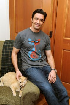Q & A with Gilles Marini. There have always been famous, male cat lovers from Hemingway and Einstein to John Lennon but it's never been more hip or hot to be cat lover than now.